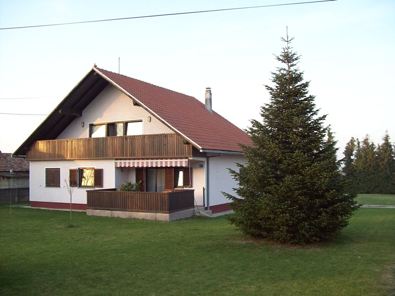 Koprivnica, obiteljska kuća u prigradskom naselju