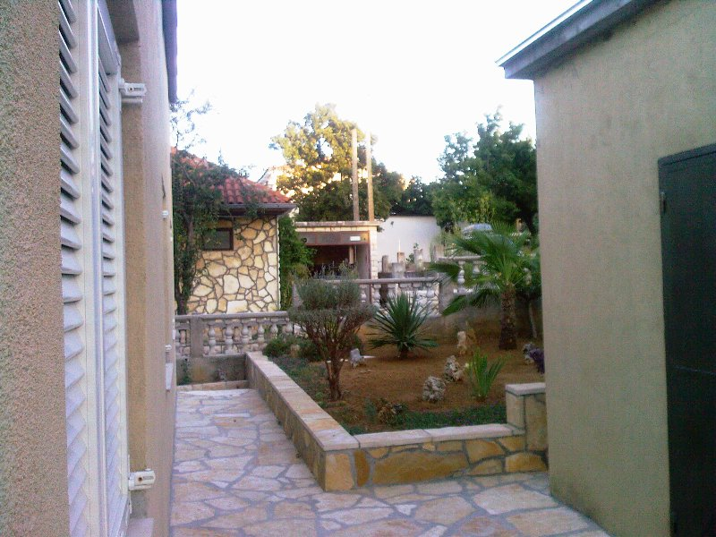 Atraktivna kuća na moru - Donji Karin